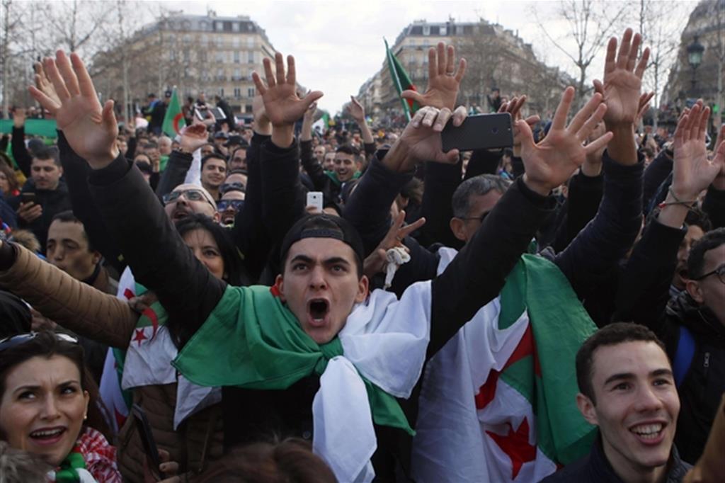 Le manifestazioni in Algeria (Ansa)