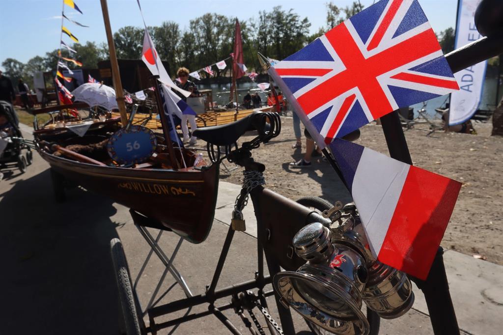Ogni edizione del Festival della Loira, stipula un gemellaggio con un fiume e un Paese stranieri invitati. Nel 2013, fu la volta del Po e dell'Italia, mentre quest'anno l'onore è toccato al Tamigi e alla Gran Bretagna -