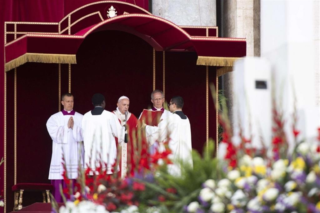La celebrazione di Papa Francesco in piazza San Pietro (Ansa)