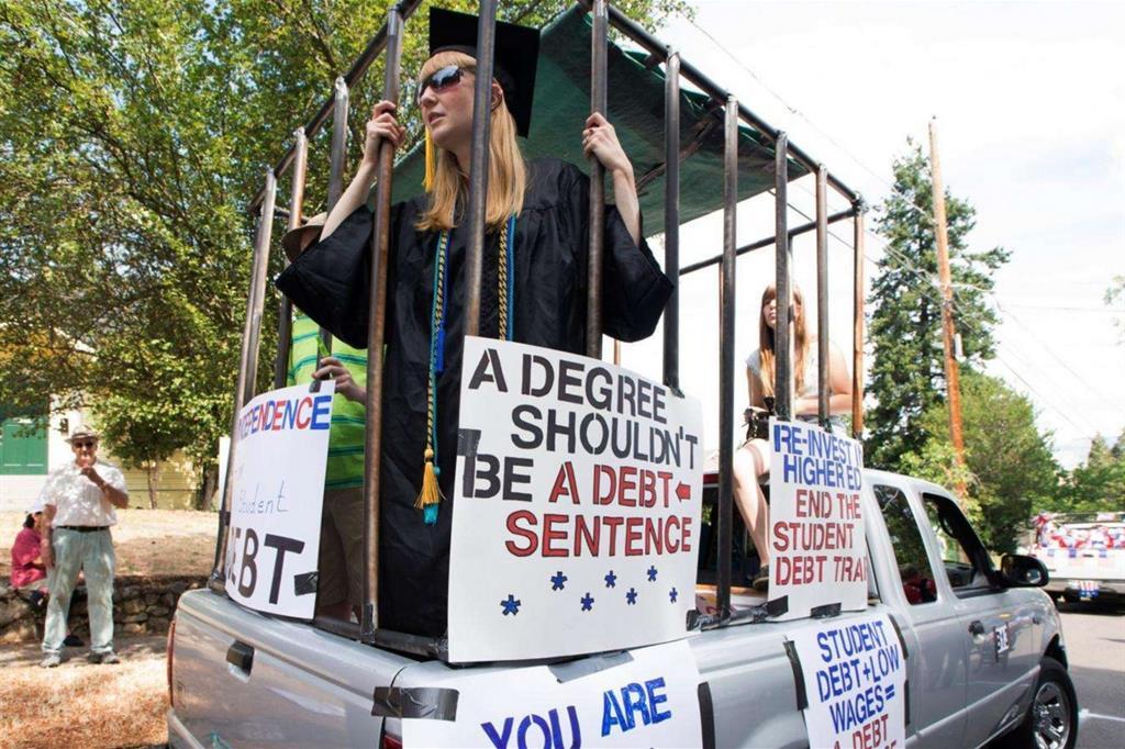 La protesta di una laureata negli Stati Uniti