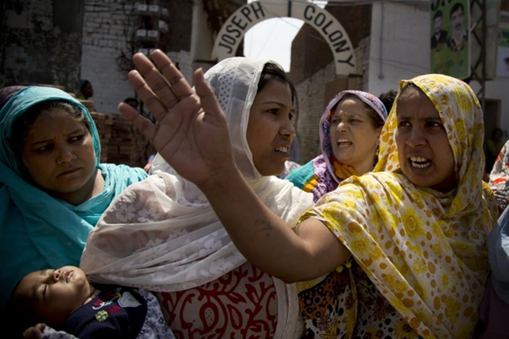 Manifestazioni di fedeli nel quartiere cristiano Joseph Colony (foto archivio Ap)