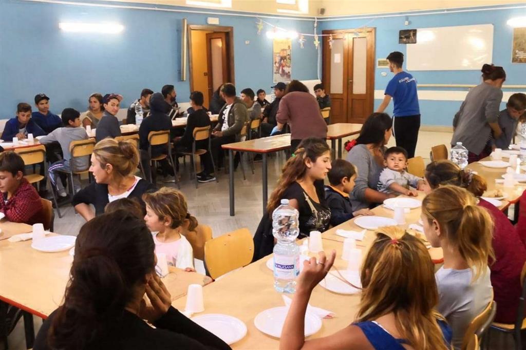Per i rom sgomberati la visita dei parlamentari e un pranzo in parrocchia