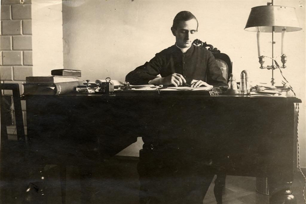 Giovanni Battista Montini nel 1923 in Polonia, nella nunziatura apostolica a Varsavia (Istituto Paolo VI)