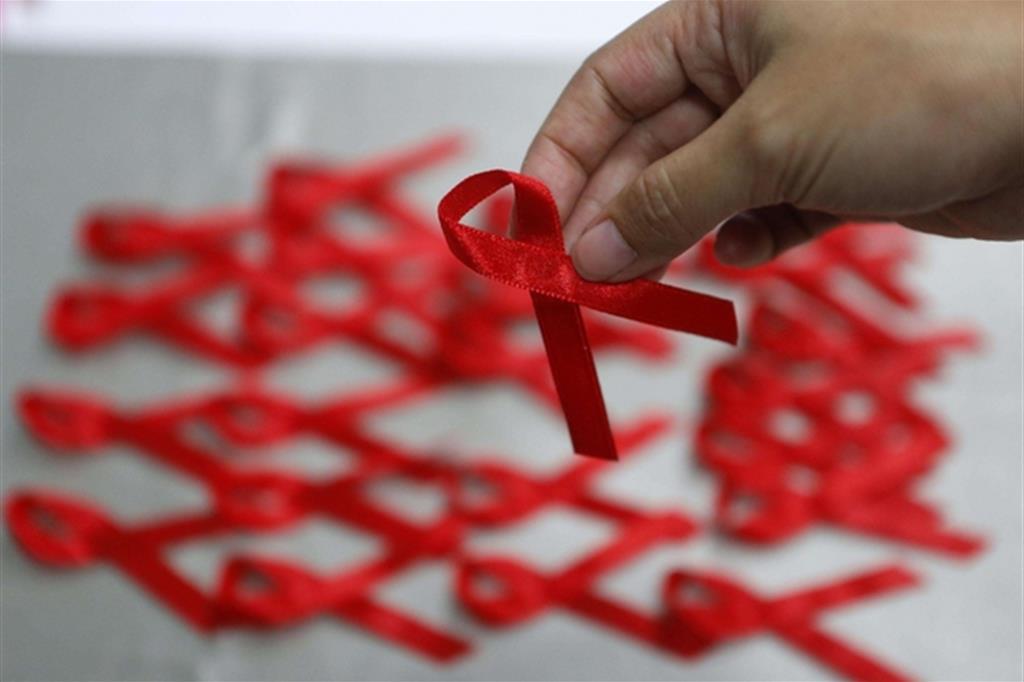 (Il simbolo della lotta all'Aids (Ansa)