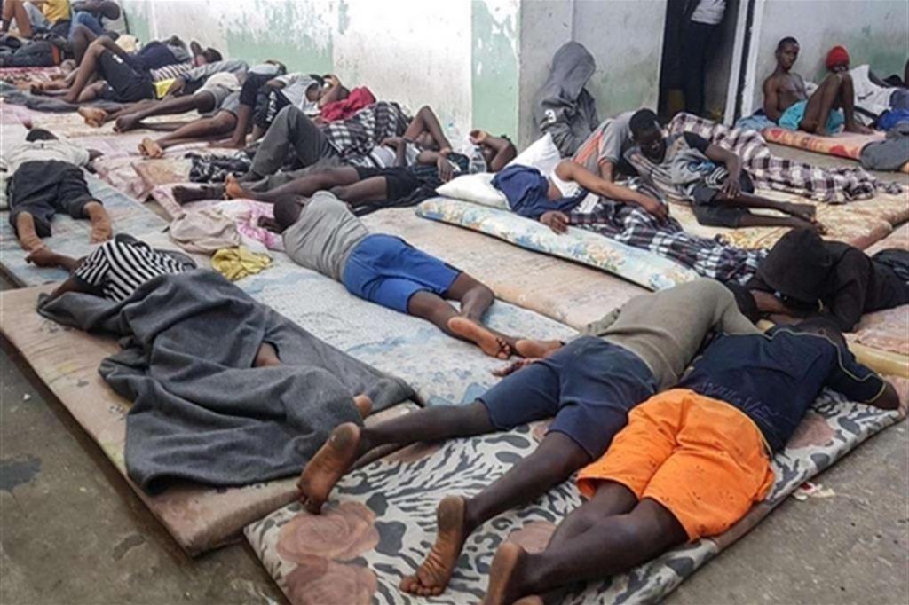 Accusati di tortura: fermati tre carcerieri del lager libico di Zawiya