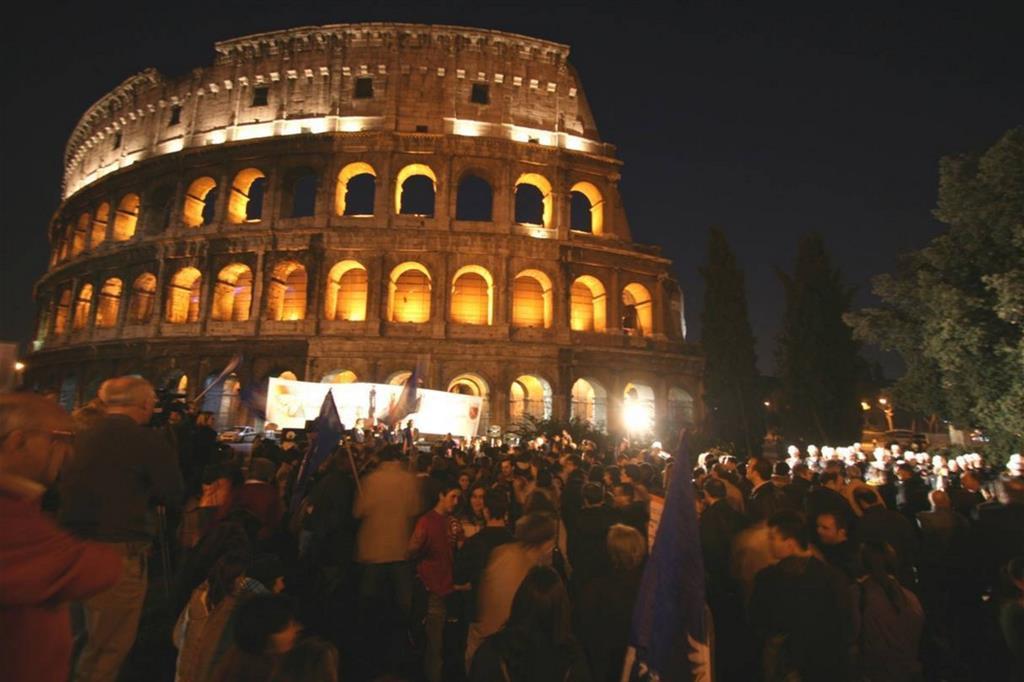 Il Colosseo illuminato contro la pena di morte