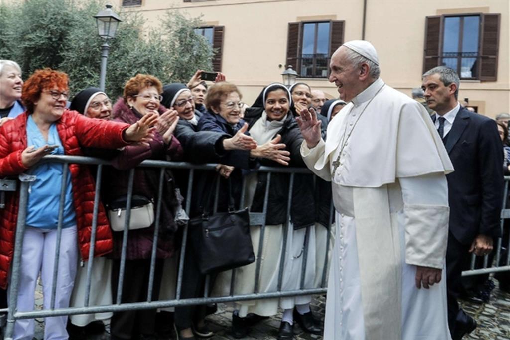 Papa Francesco arriva alla cittadella della carità della Caritas di Roma