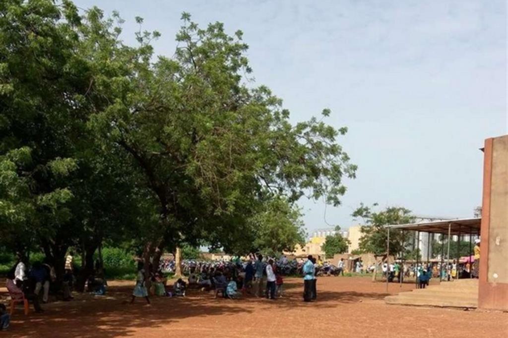 """L'intero ricavato sarà devoluto al progetto """"Seminando Futuro per Tutti"""" in Burkina Faso, voluto della Comunità Missionaria di Villaregia per favorire l'autosussistenza di famiglie e agricoltori delle periferie di Ouagadougou, la capitale. I missionari della Comunità realizzeranno orti familiari, pozzi e altre attività di microcredito. -"""