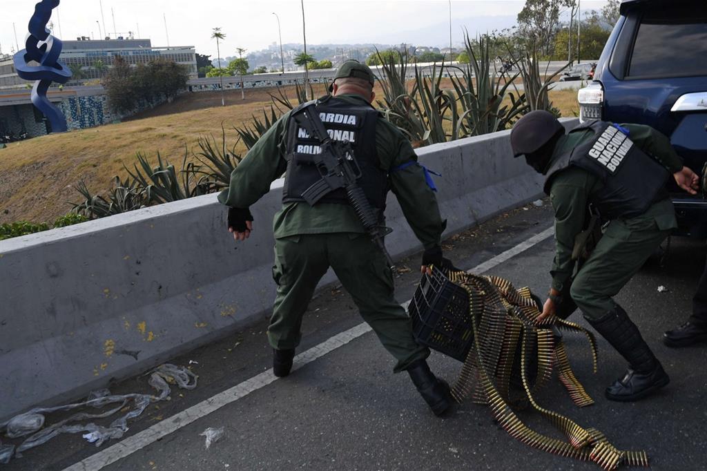 Militari passati con Guaidó prendono posizione -