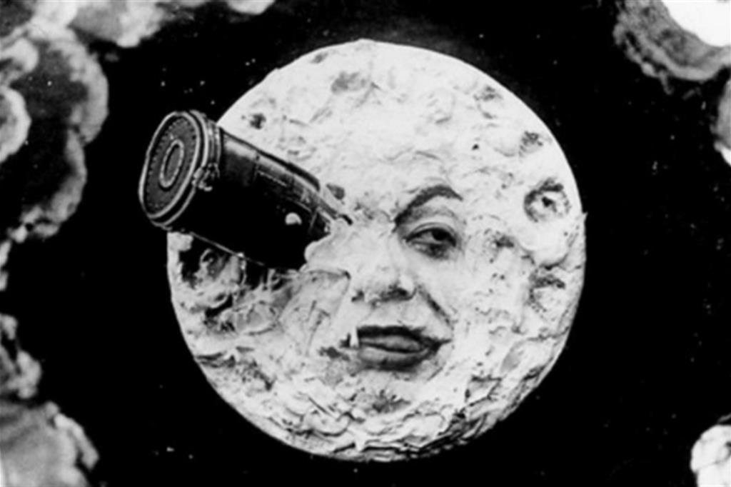 """Una celebre immagine del film muto """"Viaggio nella Luna"""" (1902) di Georges Méliès"""