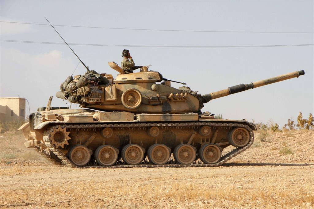 Militari turchi su un carro armato americano -