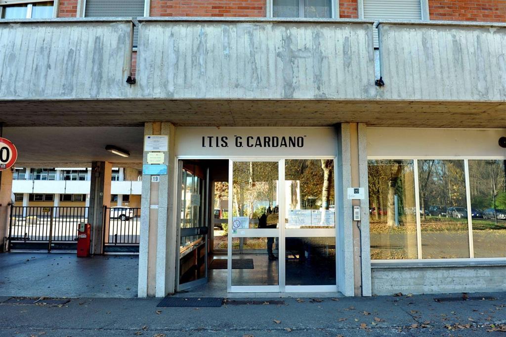 L'ingresso dell'Itis Cardano di Pavia dove è avvenuto l'atto di bullismo