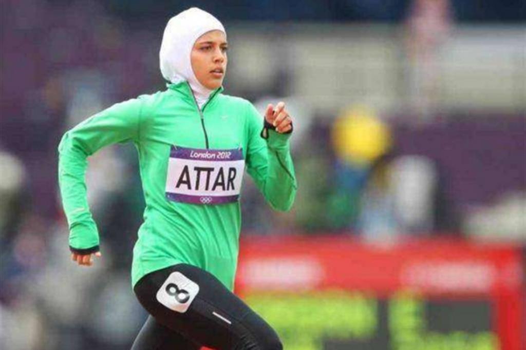 Decathlon ha deciso di non vendere più gli hijab per le donne che fanno sport