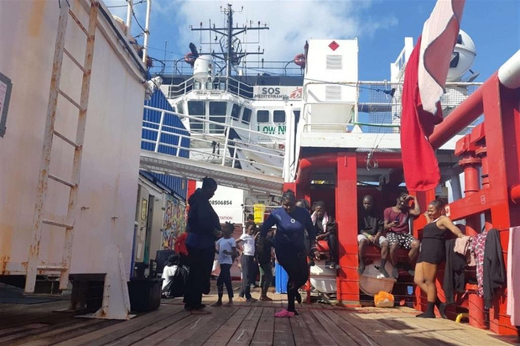 Sulla Ocean Viking si prova a ricorstruire un poco di normalità