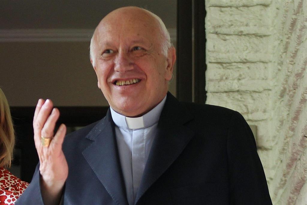 Il cardinale Ezzati Andrello (Ansa)