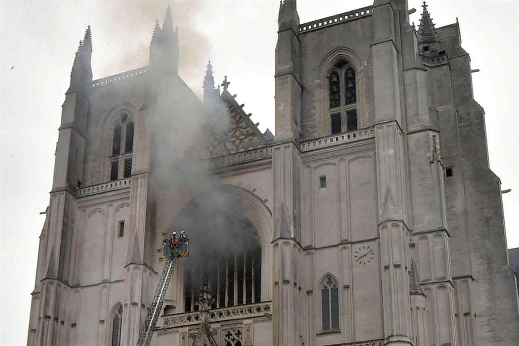 La Cattedrale di Nantes a fuoco
