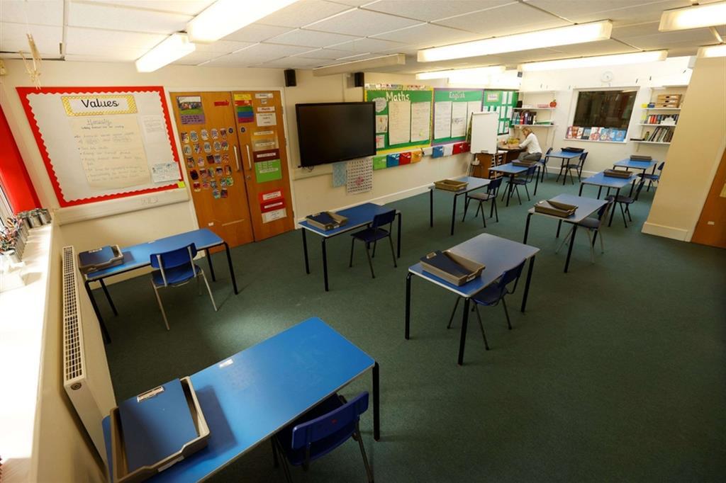 Prove di distanziamento in una scuola inglese