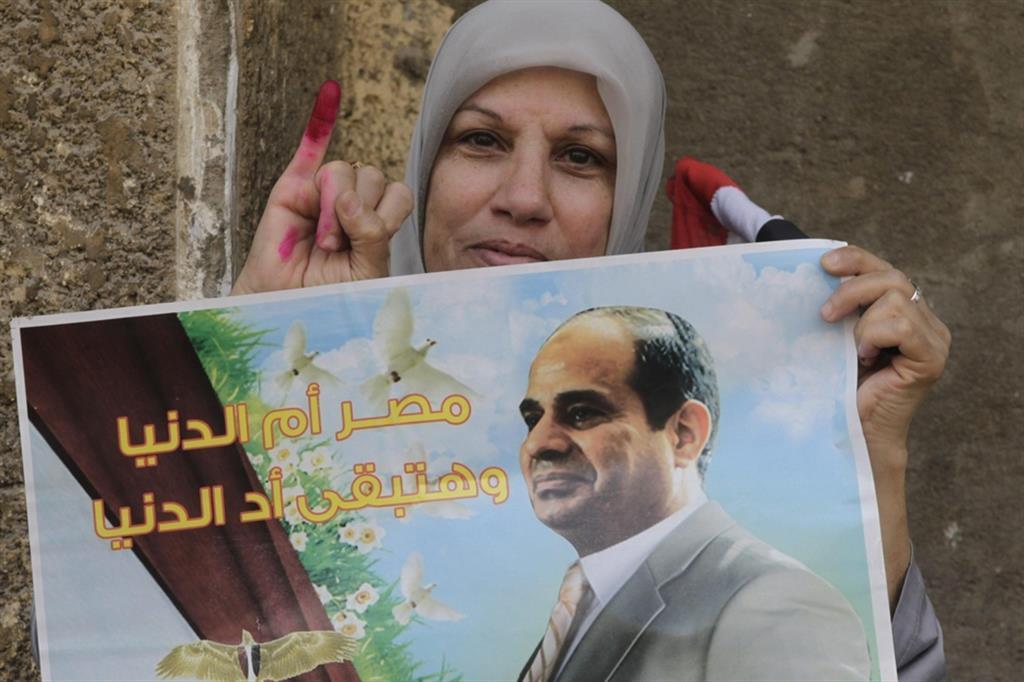Il presidente egiziano Abdel Fattah al-Sisi in un manifesto elettorale del 2014