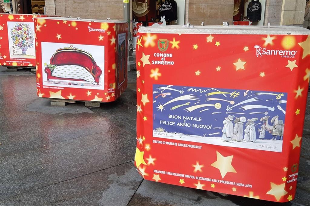 Le vignette umoristiche della rivista Buduàr tappezzano i cubi antiterrorismo per tutto il periodo natalizio a Sanremo - Foto di Angela Calvini