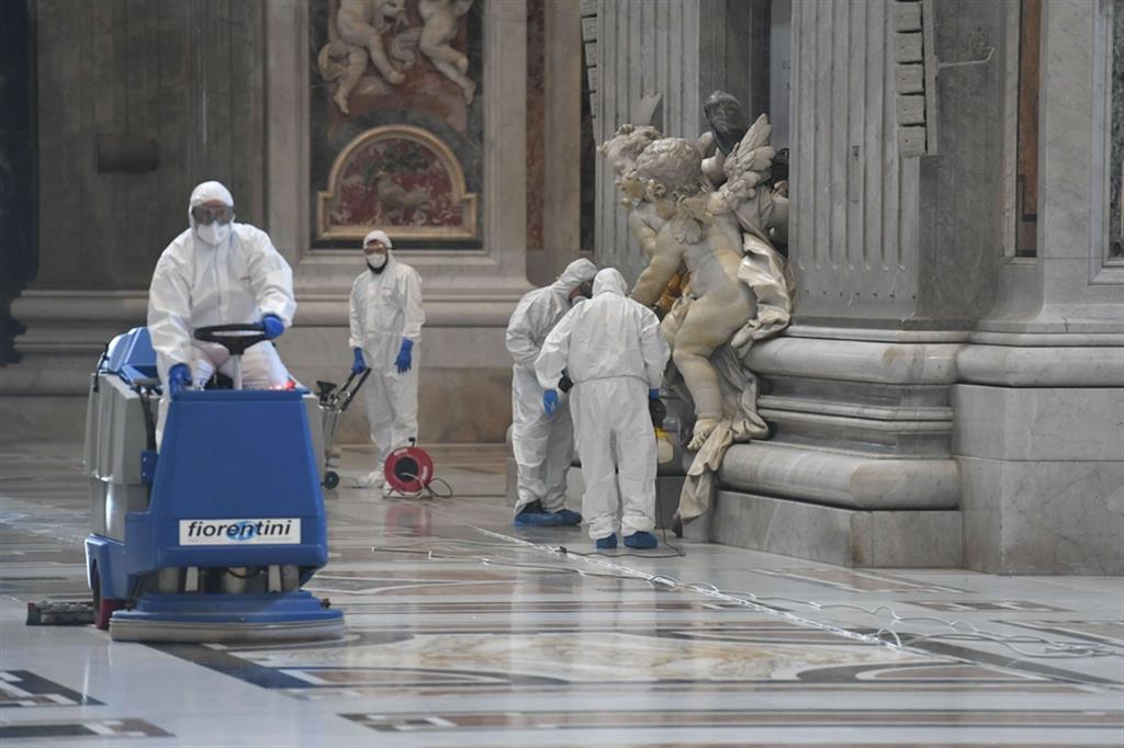 Pulizia approfondita anche della pavimentazione - Vatican media