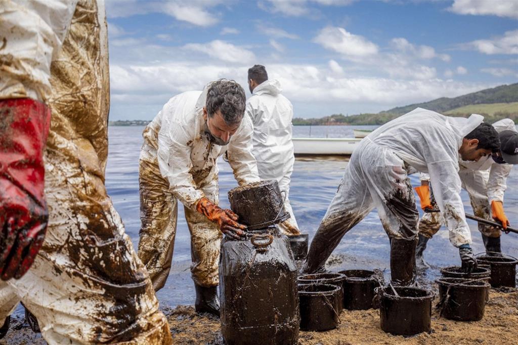 Se la situazione dovesse peggiorare, le conseguenze sarebbero catastrofiche e senza precedenti nella storia dell'isola. L'isola di Mauritius infatti ha alcune delle barriere coralline considerate fra le più belle del mondo e dipende economicamente dalla pesca e dal turismo. - Ansa