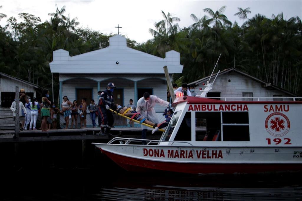 In Brasile si contano oltre 1 milione di contagi da Coronavirus; al di là degli Stati Uniti, il Brasile è il Paese più colpito, e il virus si sta spostando sempre di più dai moderni ospedali delle principali città agli angoli remoti e più poveri del Paese sudamericano - Reuters