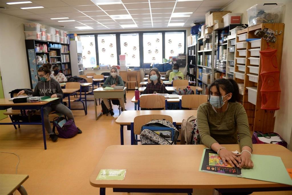 Studenti belgi in aula a Jumet - Reuters