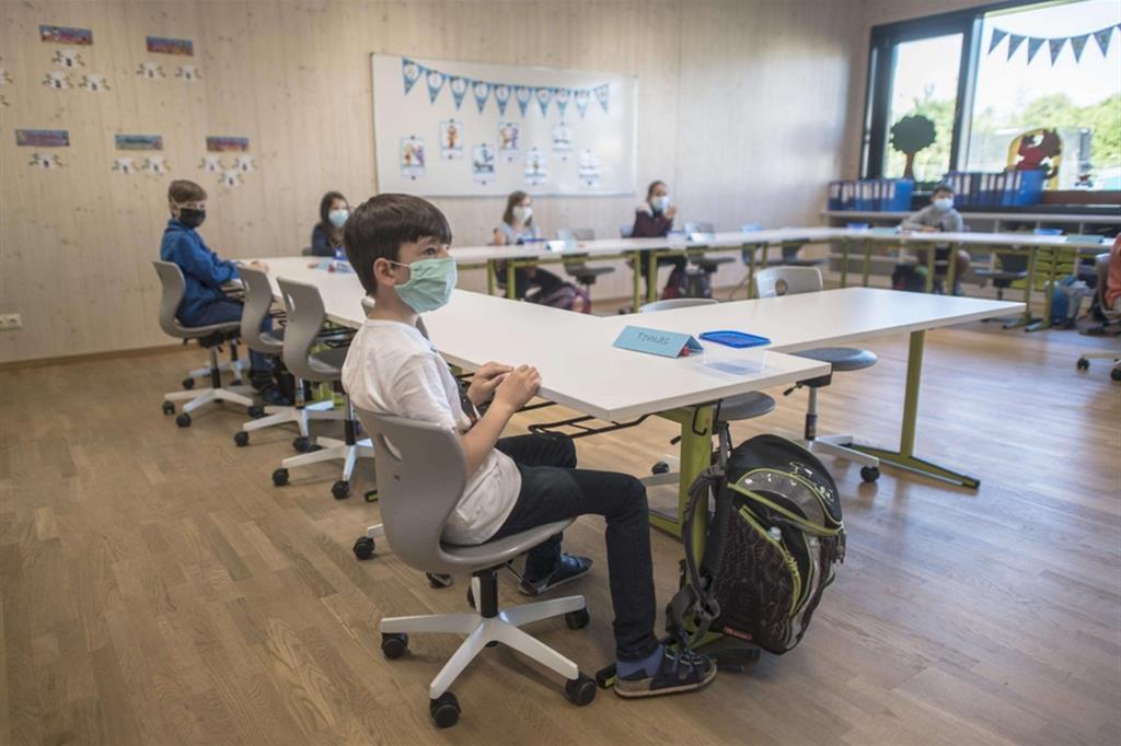 Lavoro in aula in una primaria austriaca a Brunn am Gebirge - Ansa