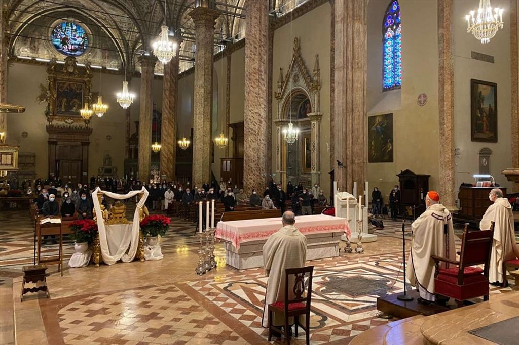 La gioia di Bassetti tornato a celebrare Messa: «Coraggio, fidiamoci di Gesù»