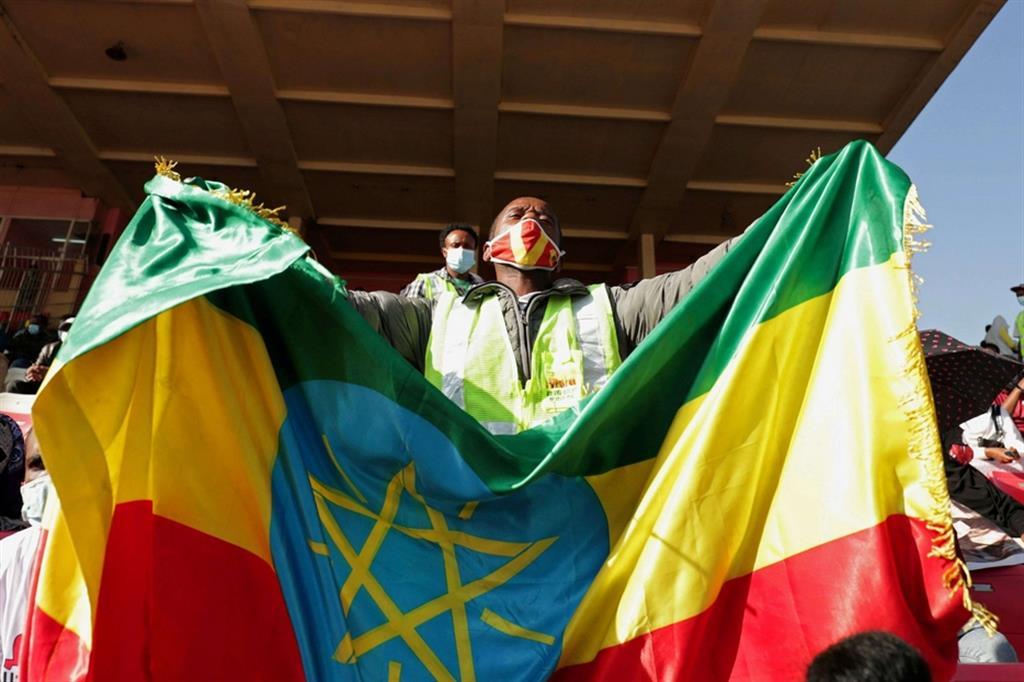 """Anche il comitato che ha assegnato un anno fa il Premio Nobel per la pace a Stoccolma ad Abiy ha insolitamente espresso martedi preoccupazione chiedendo una risoluzione pacifica. Si teme che il conflitto possa portare a una """"balcanizzazione"""" dell'Etiopia, mosaico etnico, e che possa estendersi, soprattutto dopo il bombardamento della capitale eritrea Asmara dello scorso sabato condannato dal Segretario di stato americano Pompeo, destabilizzando il Corno d'Africa - ."""