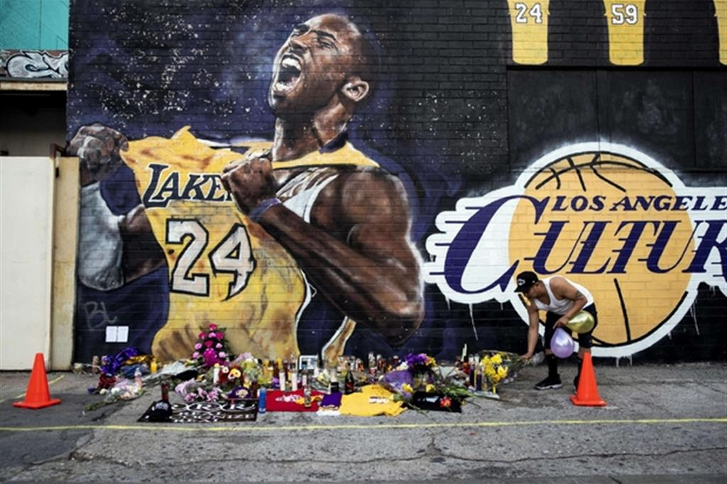 Un murales dedicato a Kobe Bryant vicino allo Staples Center, casa dei Los Angeles Lakers
