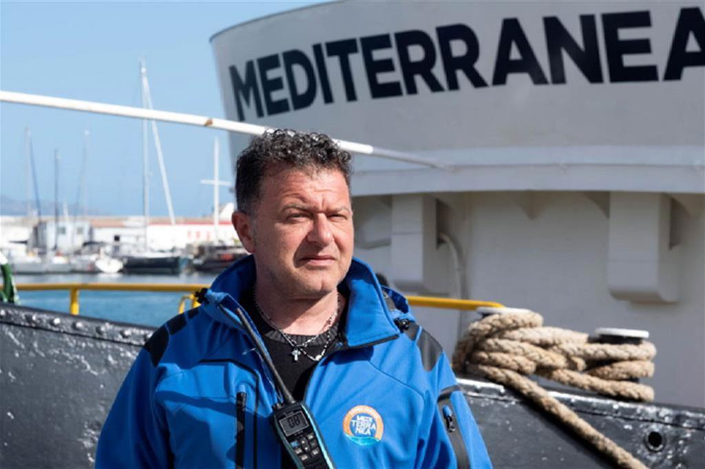 Il comandante Pietro Marrone ha riottenuto la patente da capitano e guida di nuovo Mediterranea verso la Sar libica