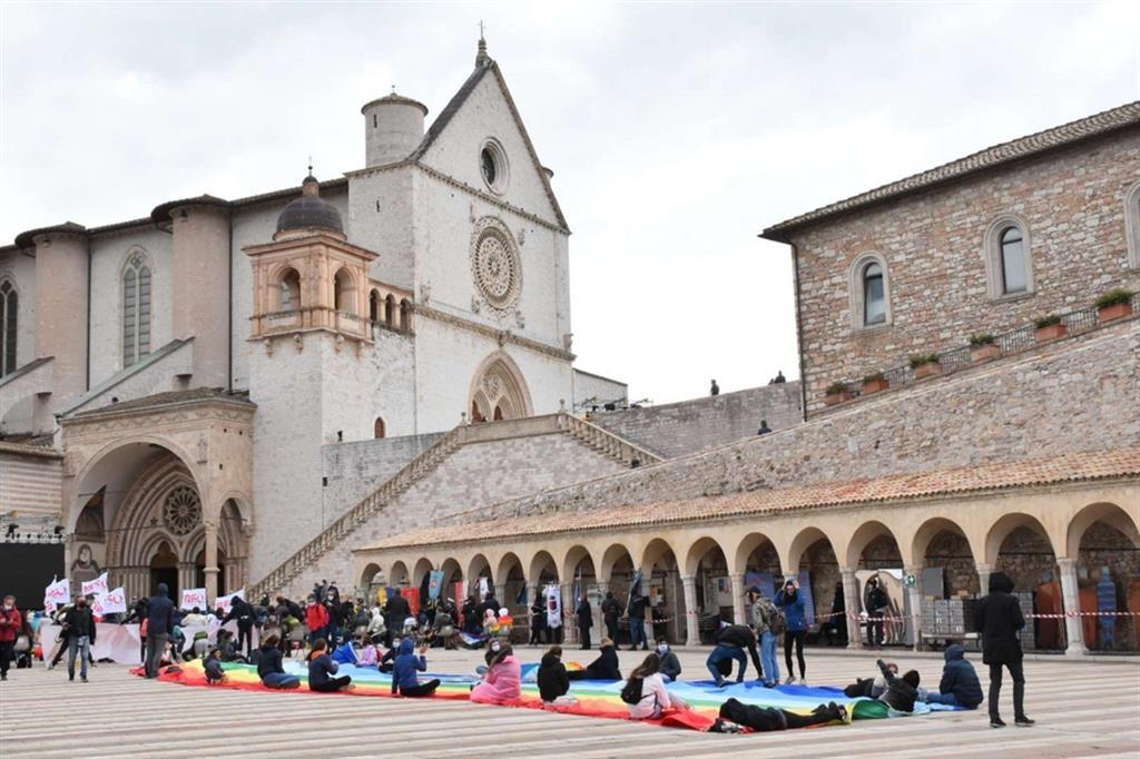 La catena umana Assisi-Perugia