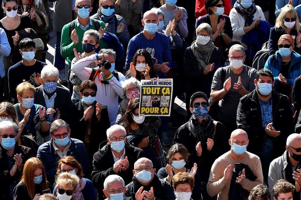 Manifestazioni a Tolosa per l'insegnante sgozzato a Parigi