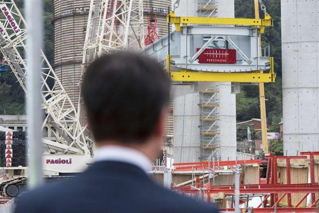"""Gli ultimi 40 metri del nuovo ponte: """"Simbolo dell'Italia che riparte"""""""