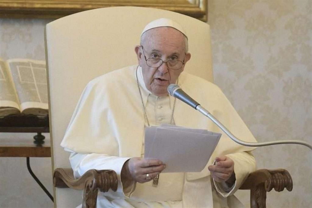 Il Papa: la pandemia ha mostrato che l'economia è malata