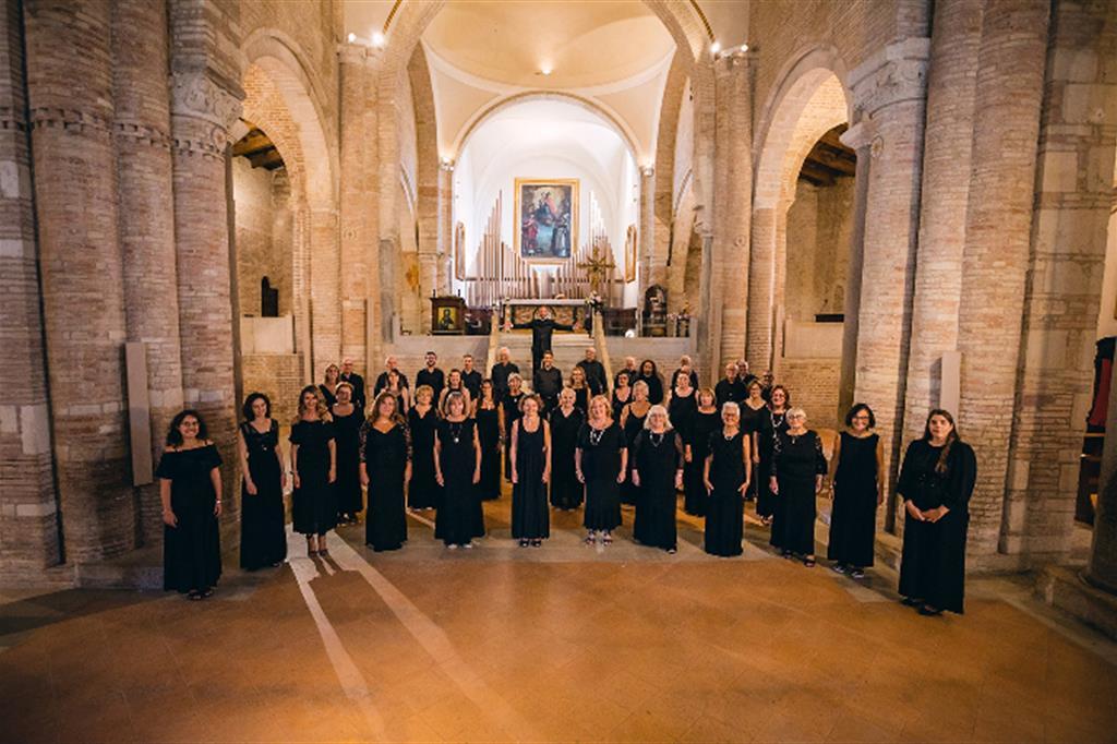 Palcoscenico Marche: la Basilica Benedettina di San Lorenzo in Campo con il Coro San Carlo di Pesaro