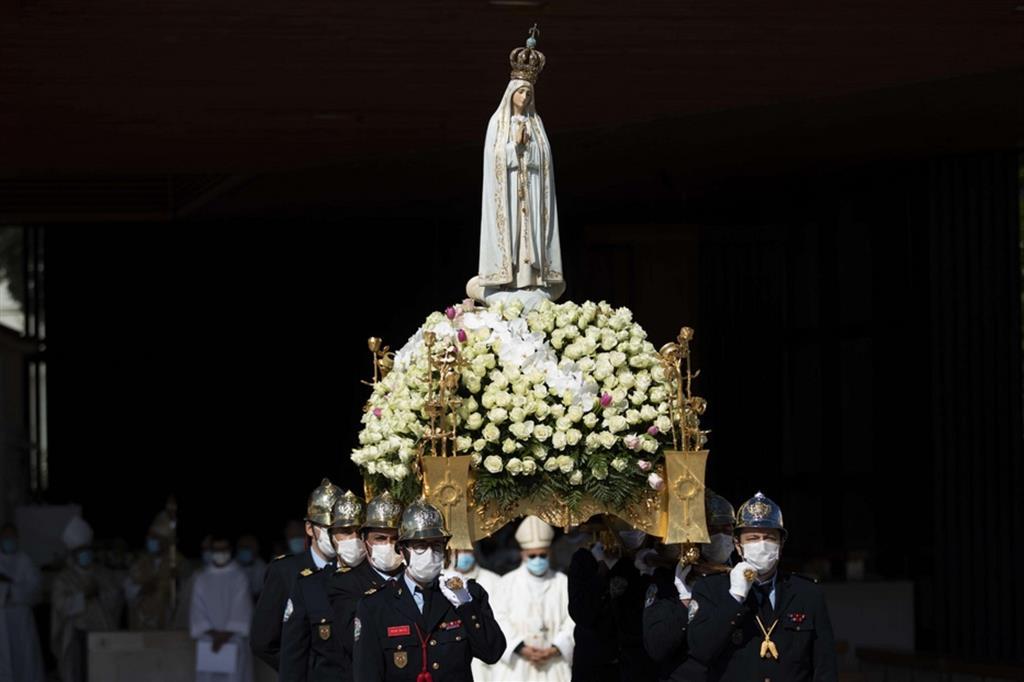 Fatima, il Covid frena i pellegrini: 4.500 per la festa dell'apparizione