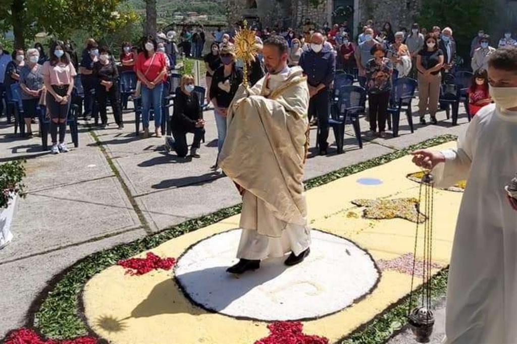 L'infiorata nella parrocchia di San Giuseppe a Veroli, in diocesi di Frosinone-Veroli-Ferentino - .
