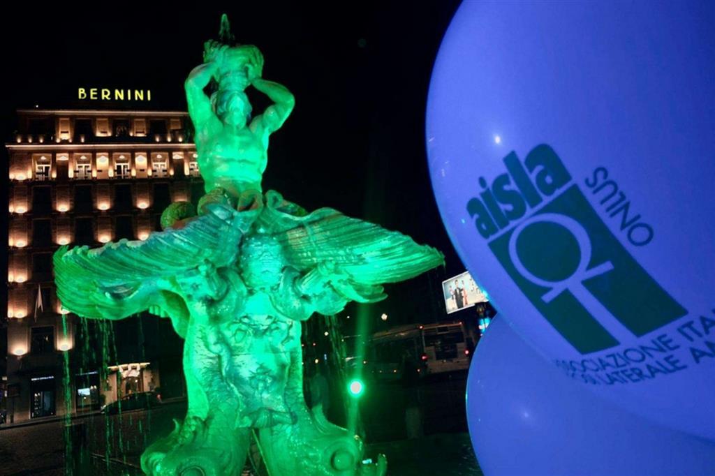 Fontana del Tritone illuminata in una delle precedenti edizioni della giornata nazionale sulla SLA