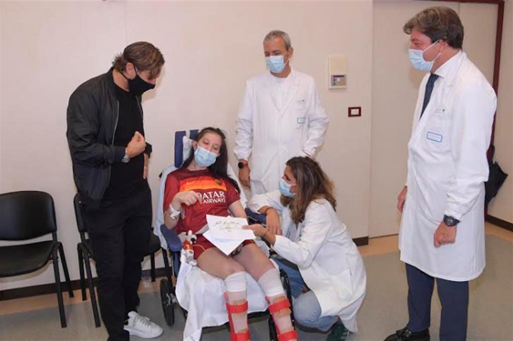 Totti incontra Ilenia, la tifosa uscita dal coma grazie alla sua voce