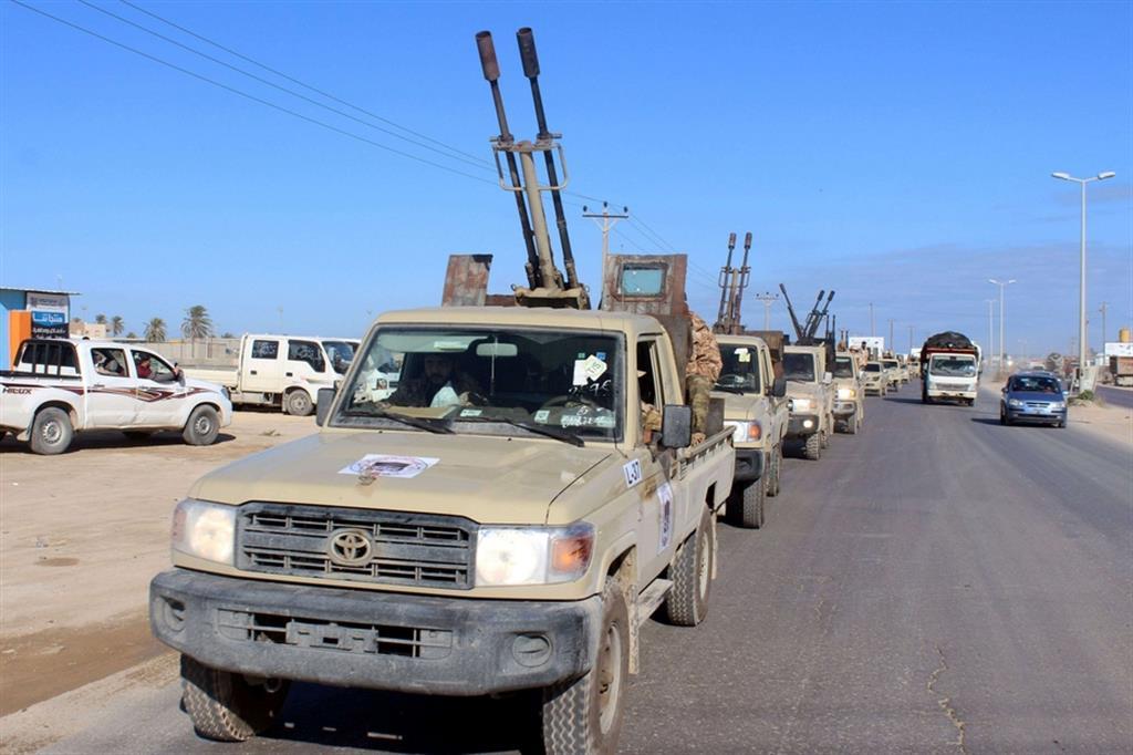 Convoglio di mezzi militari del goveno di Tripoli lascia Misurata