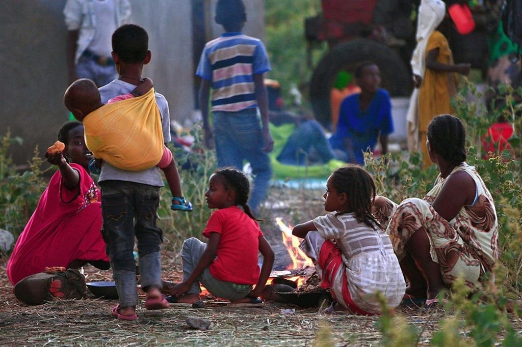 Un'altra guerra in Africa con l'intervento dei ricchi e ipoveri sono di nuovo in fuga
