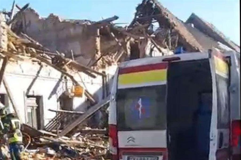 """Un frame tratto da un video pubblicato dal """"Dubrovnik Times"""" che mostra i crolli a Petrinja"""