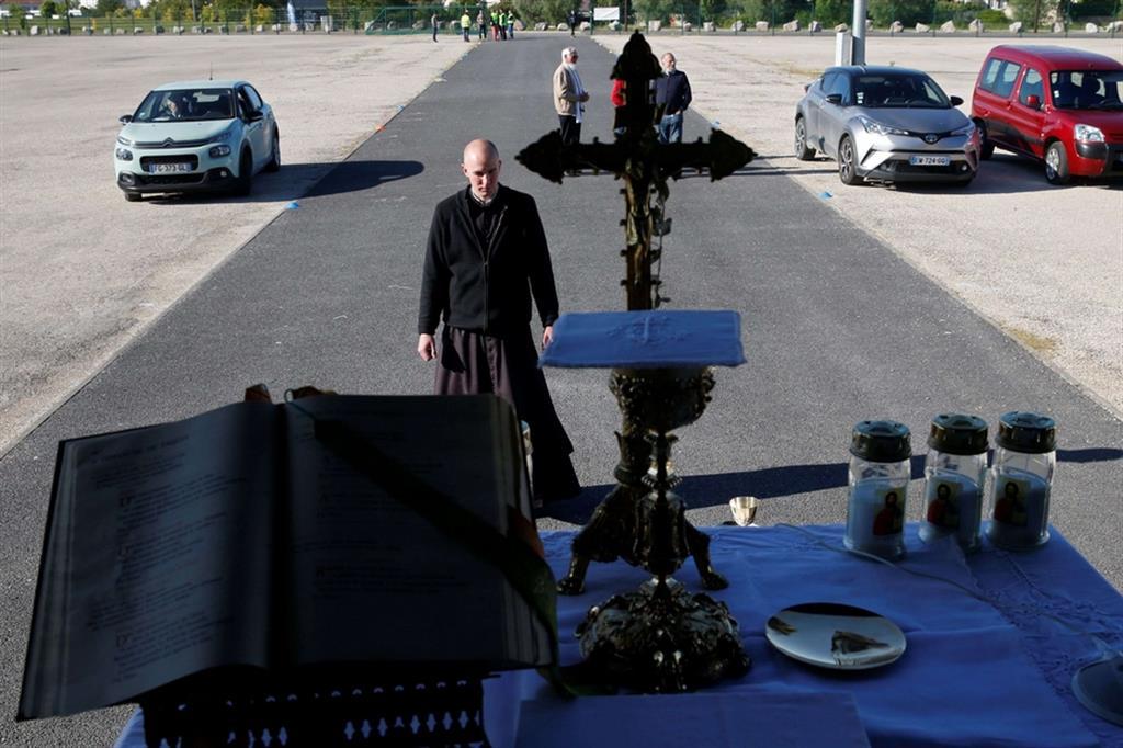 Prima assoluta nella Francia che, nonostante la riapertura dopo il lockdown, non ha ancora concesso l'autorizzazione a riprendere le celebrazioni religiose in presenza dei fedeli - Ansa