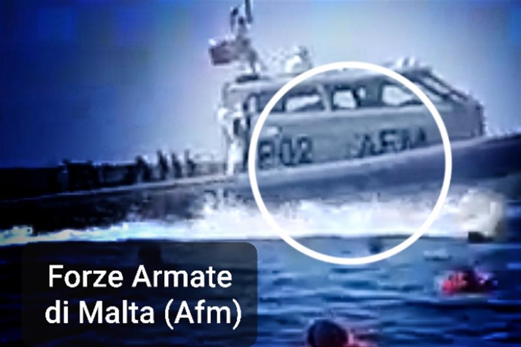 La motovedetta intervenuta il 12 aprile per spingere i migranti verso Pozzallo