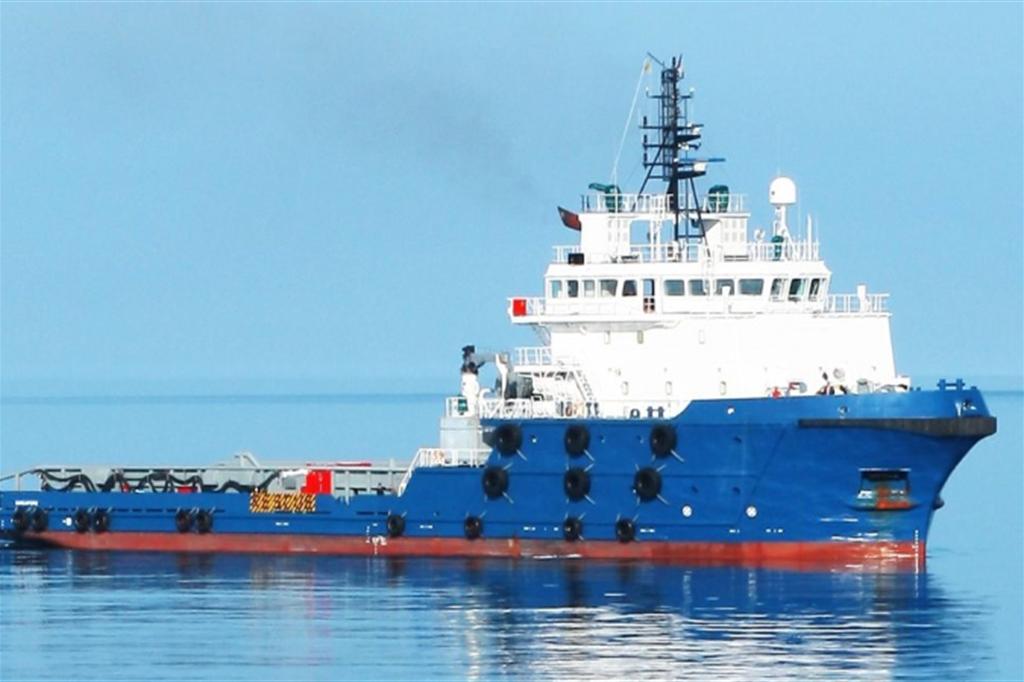 Arriva l'ammiraglia delle navi di salvataggio. Potrà soccorrere mille  persone