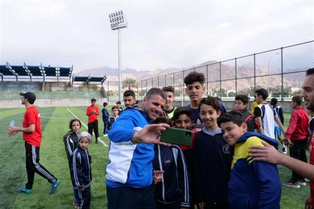 Lo Youth-Led Football program fa parte del progetto Safe, che si propone di favorire l'inclusione e migliorare il benessere psicofisico di minori e adulti tra i rifugiati e le comunità ospitanti. Aldo Gianfrate Fondazione AVSI Giordania - Aldo Gianfrate Fondazione AVSI Giordania
