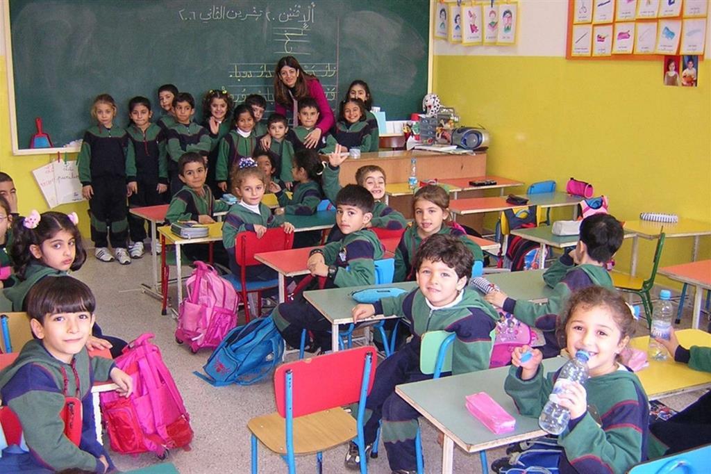 """Salpa dalla Laguna proprio nel giorno di San Martino, l'11 novembre, il progetto """"Disegni a 1000 mani Venezia-Beirut"""" per costruire la pace. Il coronavirus unisce il mondo della scuola, bambini, genitori, insegnanti e dirigenti scolastici. Hanno aderito 7 scuole elementari: a Venezia l'Istituto Comprensivo Morosini con la Canal (classe 4A e 4B), Manzoni (classe 4), Zambelli (classe 4); Istituto Cavanis (classe 3, 4, 5), Gallina (classi 4A e 4B), San Giuseppe di Caburlotto (classi 3 e 4), Istituto Comprensivo Manin con la Pascoli (classe 3A e 3B) di Cavallino Treporti - ."""