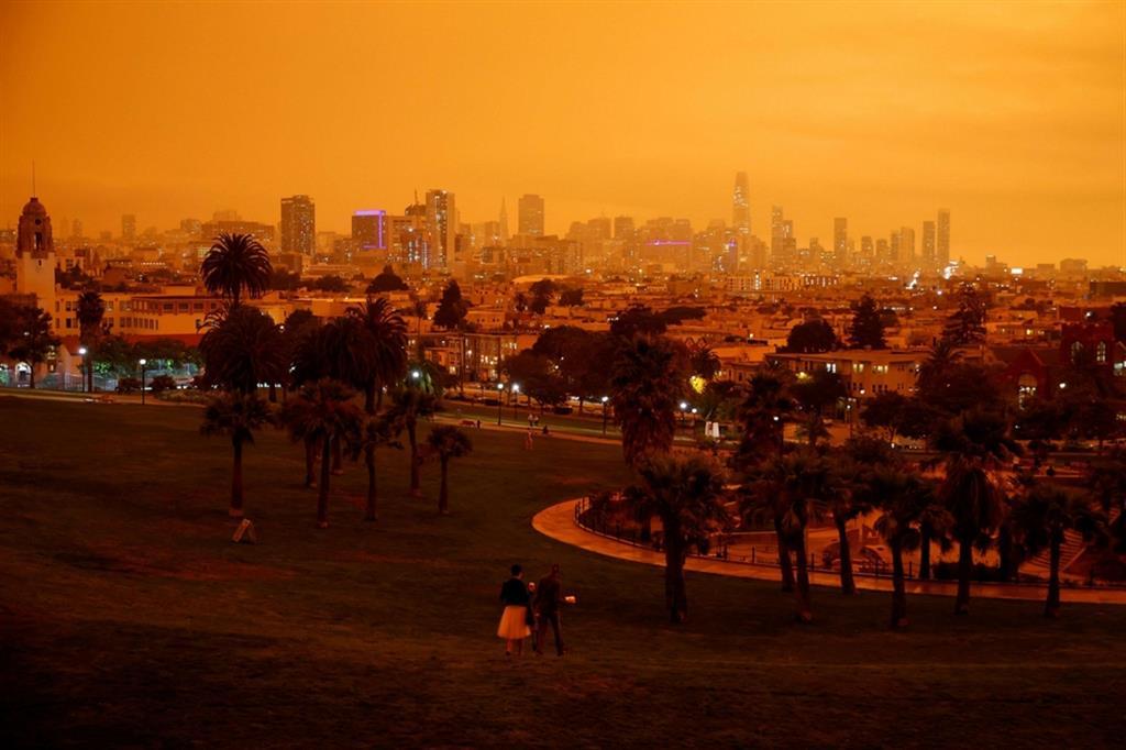 La città di San Francisco con il fumo che non fa filtrare la luce - Reuters